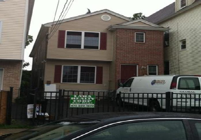 742 S 15th St, Newark, NJ 07103