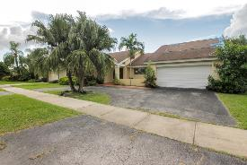 10260 Sw 96th Ter Miami, FL 33176