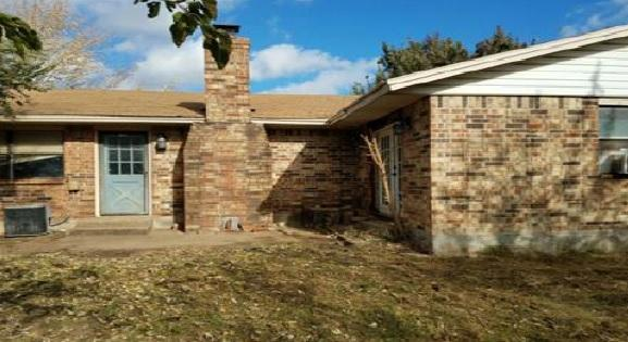 1028 NW 26th St, Moore, OK 73160