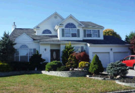 29 Willowbend Ln Holtsville, NY 11742