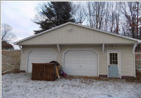 239 Spring Valley Rd, Jeannette, PA 15644