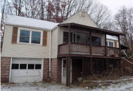 239 Spring Valley Rd Jeannette, PA 15644
