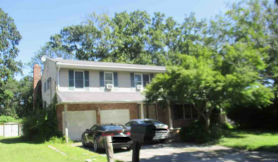 15 Elizabeth Pl Center Moriches, NY 11934