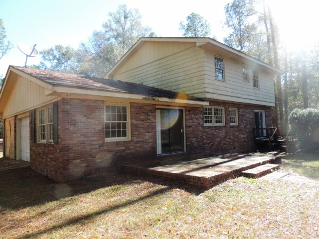 2307 Twin Lakes Dr, Bainbridge, GA 39819