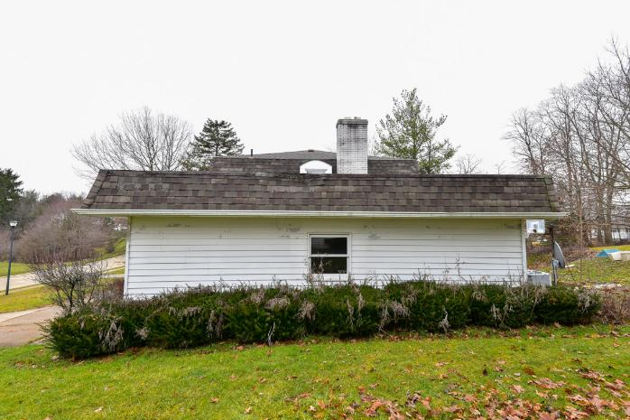 6728 Arlington Dr, Westfield Center, OH 44251