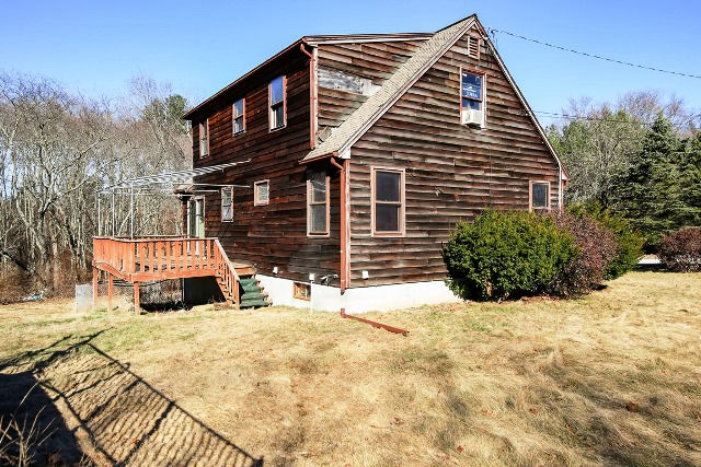 9 Page Ln, Dudley, MA 01571