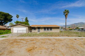 26840 6th St Highland, CA 92346