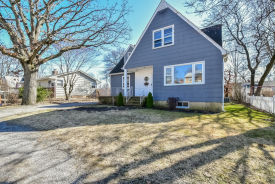 8 2nd Ave Bayville, NY 11709