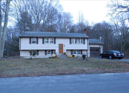 103 Connell Dr Stoughton, MA 02072