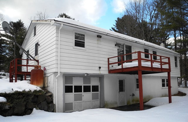 27 Continental Dr, Schroon Lake, NY 12870