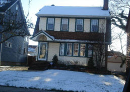 2112 Rossmoor Rd Cleveland Heights, OH 44118