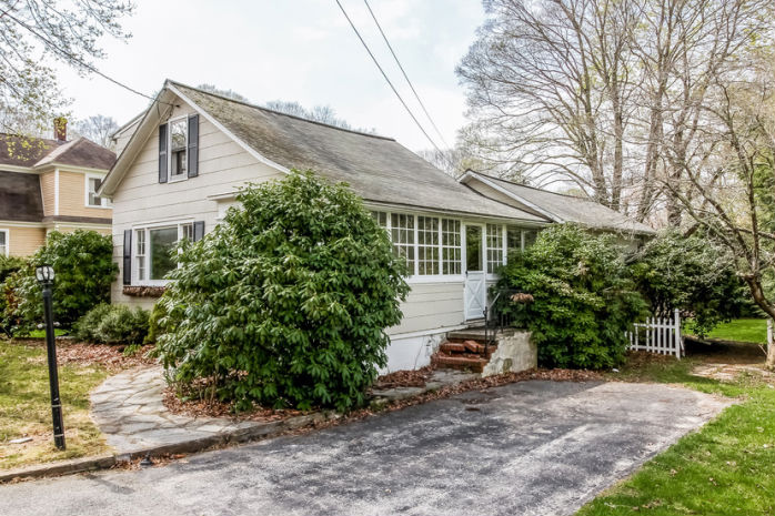 21 Read St, Deep River, CT 06417