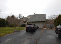 13 J H Dwyer Dr Middletown, RI 02842