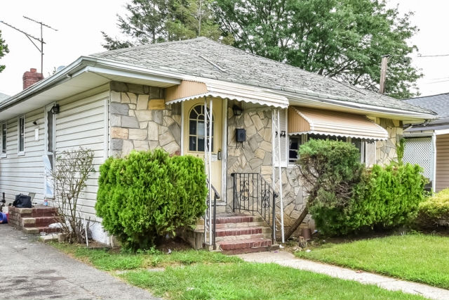18 Church St, Hempstead, NY 11550