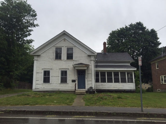 643 School St, Webster, MA 01570