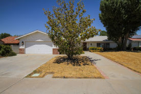 3327 Brittany Ln Lancaster, CA 93536