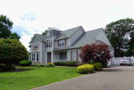 16 Harbor Side Ct East Patchogue, NY 11772