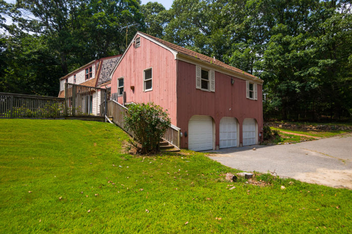 4 Fawn Meadow Path, Wading River, NY 11792