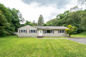 428 Pond Path East Setauket, NY 11733