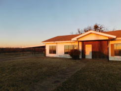 818 East Railroad Ave Electra, TX 76360