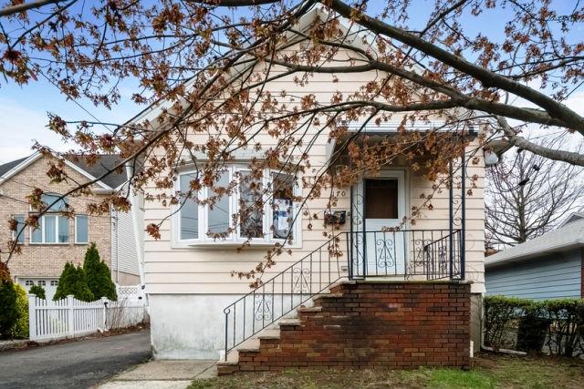 170 Copeland Ave, Lyndhurst, NJ 07071
