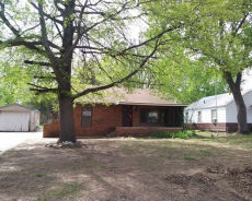 1615 N 6TH ST Arkansas City, KS 67005